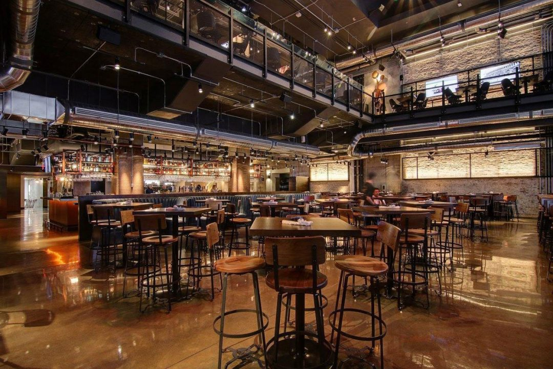Deux restaurants haut de gamme : L'Osteria MKT et la Taverne Moderne